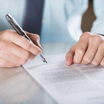 Redacción y negociación de contratos y documentos